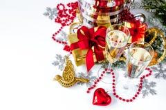 Стекла взгляд сверху шампанского и орнаментов рождества Стоковые Фотографии RF
