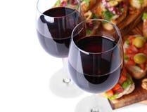 Стекла вина и вкусных bruschettas Стоковые Фото
