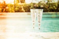 2 стекла коктеиля prosecco с голубиками на крае o Стоковая Фотография RF