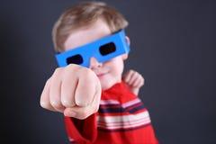 стекла мальчика 3d стоковая фотография