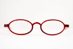 стекла раскрывают красный цвет чтения Стоковая Фотография