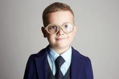 стекла ребенка смешные мальчик меньший костюм Стоковое фото RF