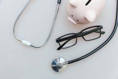 Стекла стетоскопа оборудования доктора медицины или копилки phonendoscope и стоковое изображение