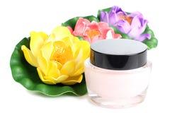 Стекла цветка и parfum Стоковые Фотографии RF