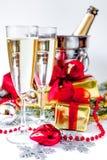 Стекла шампанского и орнаментов рождества на белой предпосылке Стоковая Фотография RF