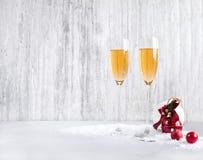 Стекла шампанского на кануне ` s Нового Года Стоковое Фото
