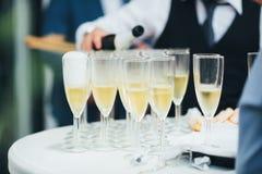 Стекла шампанского на таблице стоковые фотографии rf