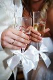стекла шампанского невесты холят руки wedding Стоковые Фото