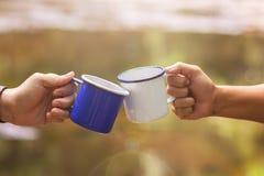 Стекла Clink чашка кофе стоковые фотографии rf