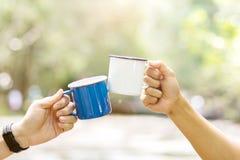 Стекла Clink чашка кофе стоковое изображение rf