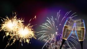 Стекла Clink - ` s Eve/торжество Нового Года стоковое фото rf