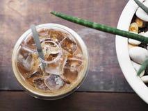 Стекло взгляд сверху кофе latte льда стоковое фото rf