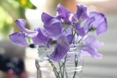 Стекло голубого цветка красоты кристаллическое стоковое фото