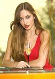 стекло девушки шампанского довольно Стоковое Изображение RF