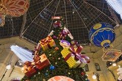 стекло забавляется на ярмарке рождественской елки внутри cum стоковое изображение rf