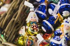 стекло забавляется на ярмарке рождественской елки внутри cum стоковые фотографии rf