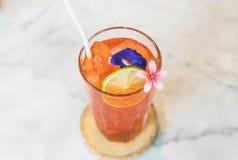 стекло заморозило чай лимона Стоковые Фотографии RF
