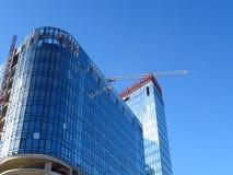 стекло здания самомоднейшее Красивый дом на предпосылке голубого s Стоковые Фотографии RF