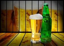 Стекло и бутылка пива Стоковые Изображения RF