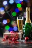 Стекло и бутылка Шампани Стоковое Изображение