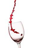 стекло красное вино потока Стоковые Изображения
