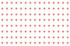 Стекло красочного коктейля красной поленики яркое много напитки смешивает джин текила сиропа фруктового сока на белом баре дизайн бесплатная иллюстрация