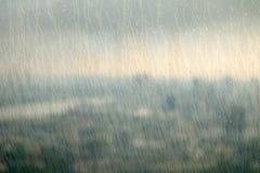 Стекло на высоком здании с ненастным, сиротливым и унылым настроением Стоковое Изображение RF
