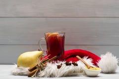Стекло очень вкусного glintwein или обдумыванного горячего вина Стоковое Изображение