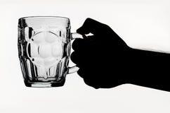 Стекло пива в руке Стоковое фото RF