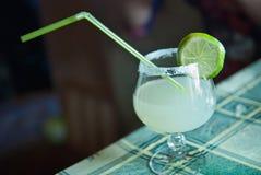 стекло питья коктеила стоковое фото rf