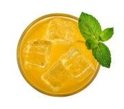 Стекло питья оранжевой соды стоковая фотография