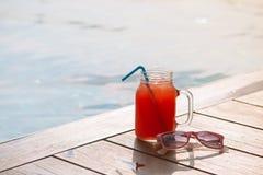 Стекло свежего питья сока smoothie арбуза на границе sw Стоковое Фото