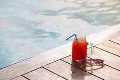 Стекло свежего питья сока smoothie арбуза на границе sw Стоковое Изображение