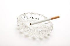 стекло сигареты ashtray unlit Стоковое Изображение
