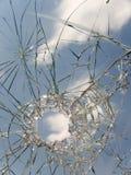 стекло сломанное автомобилем Стоковые Изображения