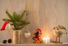 стекло состава рождества bauble голубое домашняя помадка Оформление рождества на винтажной естественной деревянной предпосылке Стоковые Изображения