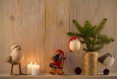 стекло состава рождества bauble голубое домашняя помадка Оформление рождества на винтажной естественной деревянной предпосылке Стоковые Фотографии RF