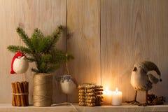 стекло состава рождества bauble голубое домашняя помадка Оформление рождества на винтажной естественной деревянной предпосылке Стоковое Фото