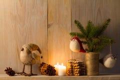 стекло состава рождества bauble голубое домашняя помадка Оформление рождества на винтажной естественной деревянной предпосылке Стоковая Фотография RF