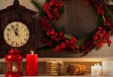 стекло состава рождества bauble голубое домашняя помадка Оформление рождества на винтажной естественной деревянной предпосылке Ру Стоковое Фото