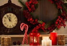 стекло состава рождества bauble голубое домашняя помадка Оформление рождества на винтажной естественной деревянной предпосылке Стоковое Изображение