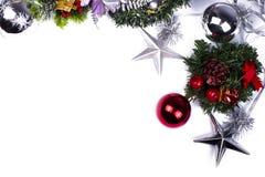 стекло состава рождества bauble голубое Подарок рождества, конусы сосны, звезды, ветви туи и цветки гипсофилы стоковые фотографии rf