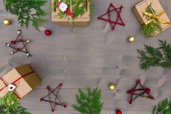 стекло состава рождества bauble голубое Подарок рождества, рождественская елка, ветви, Стоковая Фотография RF