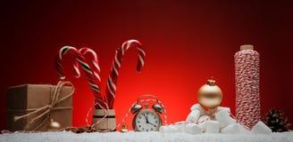 стекло состава рождества bauble голубое Поздравительная открытка для будильника Нового Года к Стоковая Фотография