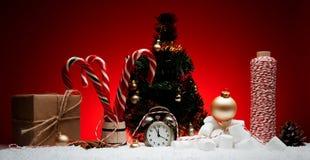стекло состава рождества bauble голубое Поздравительная открытка для будильника Нового Года к Стоковые Фото