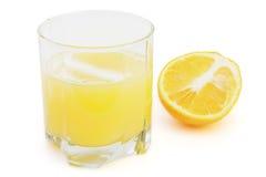 Стекло с апельсиновым соком и плодоовощ на белой предпосылке. Стоковое Изображение