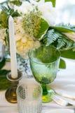 Стекло с цветом свечи и оформления, зеленых и белых Стоковое Изображение
