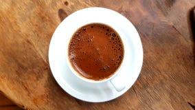 стекло espresso кофе cezve холодное как, котор служят малая турецкая вода стоковые фотографии rf