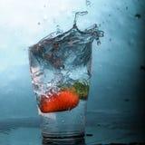 стеклянная клубника выплеска Стоковое Изображение