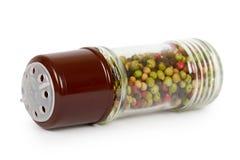 Стеклянная мельница перца изолированная на белом вкусе предпосылки, горячих и пряных Стоковые Фото